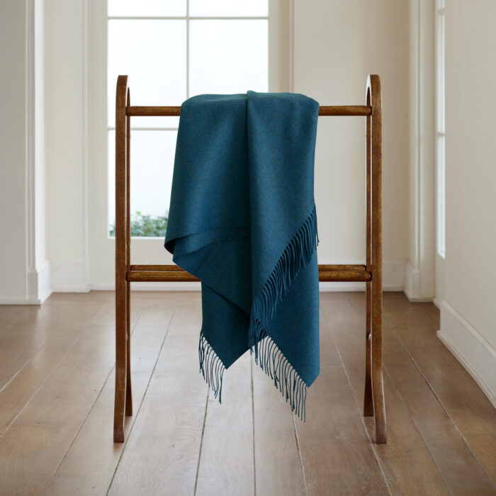 2600CTL/12 CASHMERE THROW AEGEAN CASHMERE ON WILTSHIRE